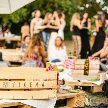 """Barbecue Night by @fuego.y.matambre  Scorri per vedere le foto del Pic NIc di ieri😎  🍔 Grazie ai nostri amici di @fuego.y.matambre per il succulento menu: vi anticipiamo che vogliamo il bis! Ripetiamo a luglio?   ☀️ Grazie a tutti per la splendida serata: alle ragazze che hanno organizzato l'addio al nubilato di Amanda, alle coppiette e agli amici!  🧘 Ci vediamo al prossimo Pic NIc, giovedì prossimo ci sarà """"Pic NIc, Yoga al Tramonto"""", puoi già prenotarti! Trovi il link in bio! @tara_centro_yoga"""