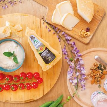 🐮 Latticini: -15% di sconto per tutta la settimana Inserisci il codice sconto ➡️ LATTE15  // La promo è valida fino alle ore 20 di Giovedì 13 Maggio //  È la giusta occasione per provare tutti i nostri latticini, rigorosamente provenienti da produttori locali: da Serravalle, a Modena, passando per Montese e Savigno, abbiamo selezionato i migliori freschi dell'Emilia Romagna.  Qual è il tuo preferito? 🐮 ° ° ° #floema #bolognafood #ferrarafood #reggioemiliafood #modenafood #imolafood #consegnaadomicilio #consegnagratuita #mangiaresano #verduradistagione #fruttadistagione #fruttafresca #sano #freschezza #verdurafresca #agricoltura #deliveryfood #eatwell #slowfood #igersemiliaromagna #volgoemiliaromagna #vivobologna #emiliaromagna #food #instafood #instagood #healthyfood #italiaintavola #latticinifreschi #latticinifreschiadomicilio